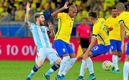 Messi no pudo con el férreo bloque brasileño.