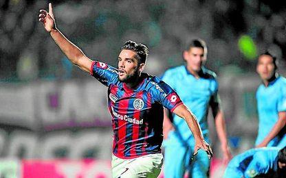 Emmanuel Más, compañero de Mercado en la selección argentina, es indiscutible en San Lorenzo, donde ya suma dos goles en la presente temporada.