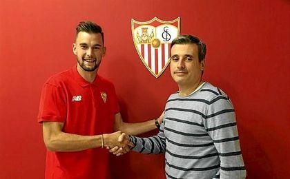 El jugador murciano llegó hace apenas año y medio al filial sevillista.