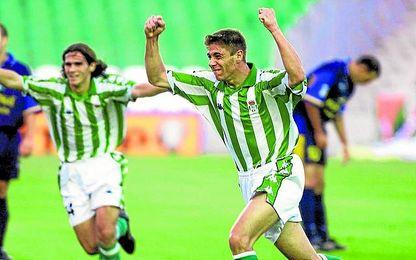 Un jovencísimo Joaquín celebra su primer gol con el Betis, en su sexto partido con el primer equipo: Betis-Universidad Las Palmas (2-0).