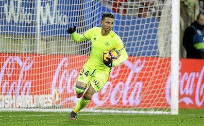 Rubén Castro se reconcilió con el gol en Eibar, aunque su tanto sirvió de poco.
