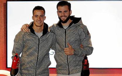 Lucas y Nacho, hoy, en un acto comercial.