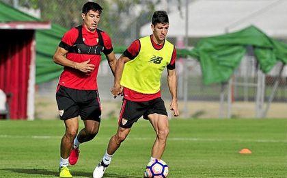 En la imagen, Diego González, novedad en la convocatoria, junto a Vietto en un entreno.