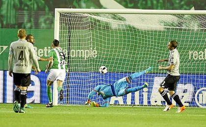 Sanabria anotó en Copa su primer gol con el Betis.