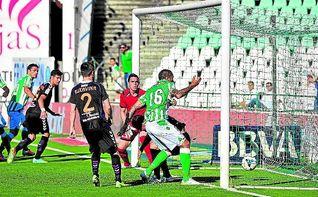 Tres goles en el Villamarín tres años después