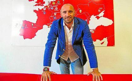 Monchi, posa para ESTADIO Deportivo en las oficinas del estadio Ramón Sánchez Pizjuán.