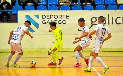 El bético Javi Sánchez, en la imagen, acortó distancias en la primera mitad, pero de poco valió su gol.