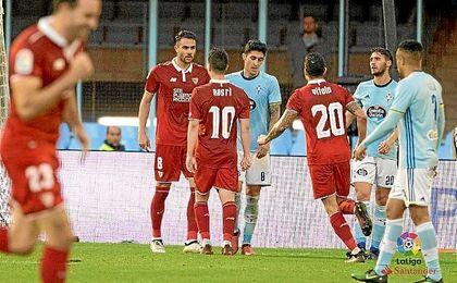 Iborra celebra uno de sus goles con sus compañeros.