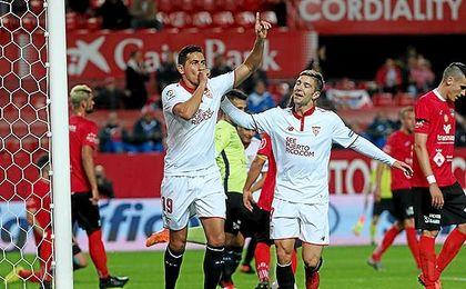 Ganso celebra el 1-0 al Formentera, su primer gol como sevillista.