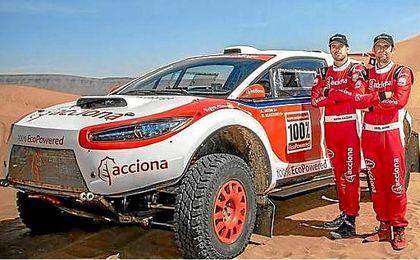 El equipo Acciona preparado para el Dakar.