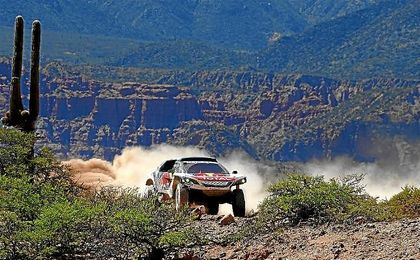 Sainz tiene serias dificultades en la cuarta etapa del Dakar
