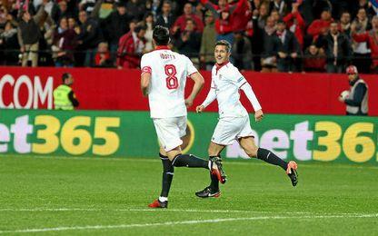 Jovetic, celebrando su primer gol con el Sevilla.