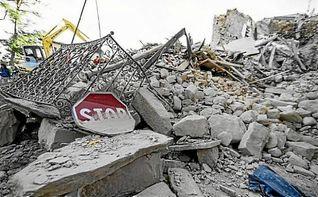 Aparecen los primeros supervivientes tras el terremoto en Italia