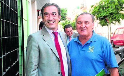 """El """"profesor"""" Luis Rodríguez Olivencia junto a Javier Lozano. L. R."""