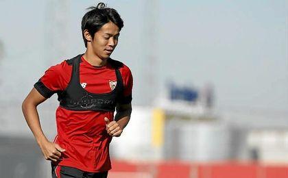 El Sevilla hace oficial el traspaso de Kiyotake a Japón