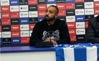 Nabil El Zhar, en la rueda de prensa de su presentación.