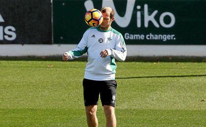 Zozulya, en el entrenamiento del Betis.
