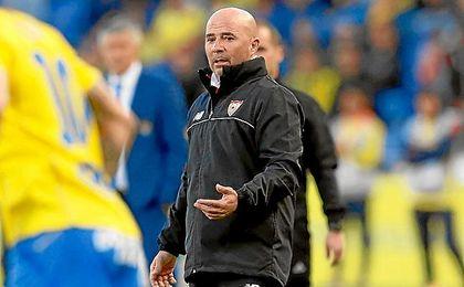 Sampaoli, en la banda del Estadio de Gran Canaria.