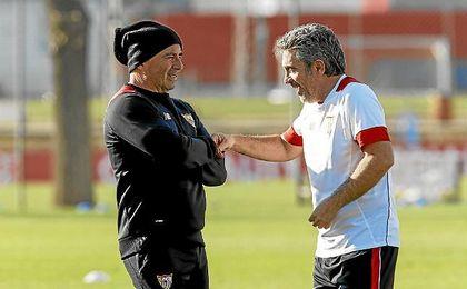 Jorge Sampaoli y Juanma Lillo, durante un entrenamiento del primer plantel sevillista.