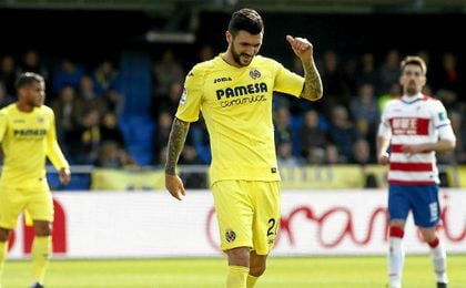 Roberto Soriano en una acción durante el Villareal - Granada