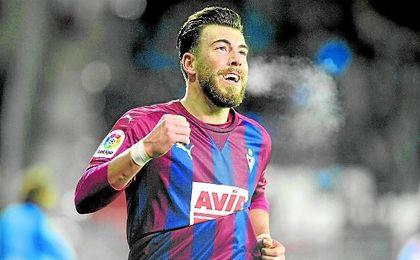 Sergi Enrich celebra el tanto que le marcó al Granada el pasado lunes.