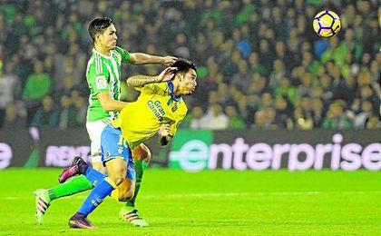 Víctor se estrenó con el Betis un viernes ganando a Las Palmas en casa.