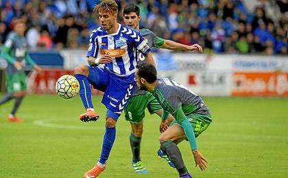 Kiko Femenía, en el duelo de esta temporada contra el Eibar.