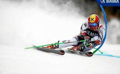 Hirscher agranda su historial con el gigante de St Moritz