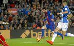 Messi salva los puntos pero no encuentra alivio