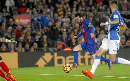 Messi marcó los dos goles del Barcelona, pero se fue triste del Camp Nou.