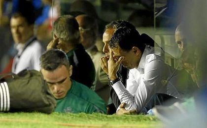 Gustavo Poyet fue destituido tras sumar once puntos en otros tantos encuentros.