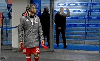 Revuelo en Alemania por un gesto obsceno de Ancelotti a un aficionado que le escupió
