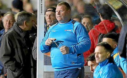 Wayne Shaw durante el final del partido que enfrentó al Sutton contra el Arsenal.
