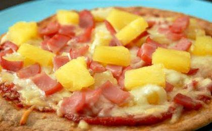 El presidente de Islandia quiere prohibir la piña en la pizza