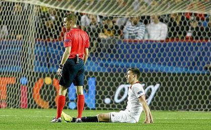 Lenglet, en el momento de caer lesionado ante el Leicester