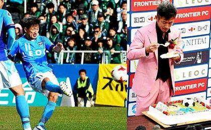 El veterano delantero nipón Kazuyoshi Miura cumple 50 años sobre el terreno de juego