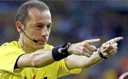 El turco Cuneyt Çakir arbitrará al Real Madrid en Nápoles