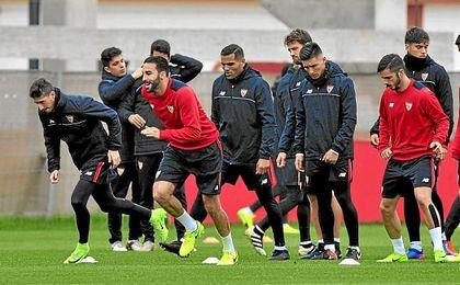 Imagen de un entrenamiento del Sevilla en la ciudad deportiva.
