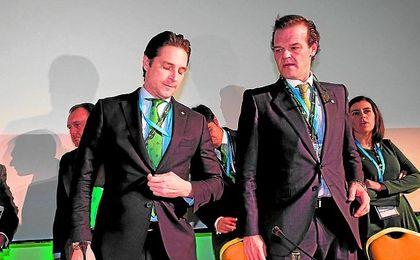 Rafael Salas, a la derecha, junto a Adrián Fernández.