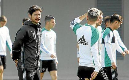Víctor, en un entrenamiento con Dani Ceballos.