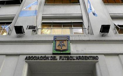 Futbolistas argentinos ponen fin a la huelga tras un mes sin competición