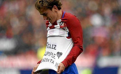 Competición multa a Griezmann por felicitar a su pareja enseñando una camiseta al celebrar un gol