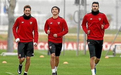 Kranevitter, en un entrenamiento junto con Franco Vázquez e Iborra.