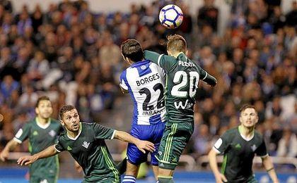 La imagen del penalti de Pezzella.