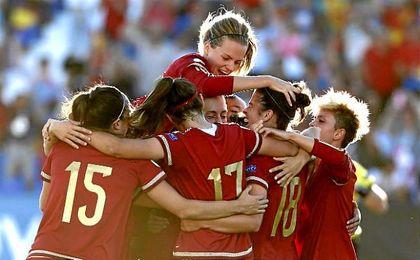 La selección española de fútbol femenino consigue su primer título.