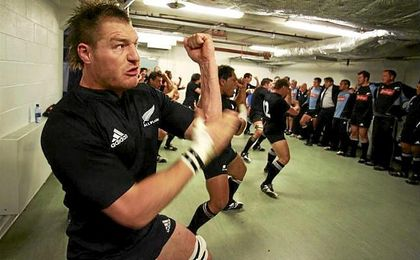 El All Blacks Ali Williams, despedido por posesión de cocaína