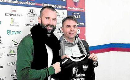 Toni Doblas sigue su carrera en el Extremadura de la Segunda División B. UESyndication.