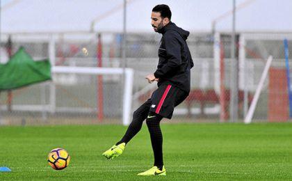 Sampaoli tiene a cuatro de sus jugadores entre algodones para visitar al Atlético.