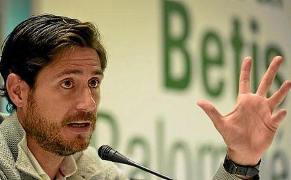 Víctor Sánchez del Amo, técnico del Betis, en la rueda de prensa.
