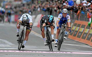 Un gran Kwiatkowski se impone a Sagan en San Remo (Vídeo)